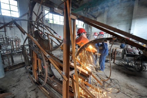 工业废料变身创意雕塑