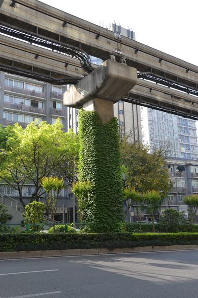 重庆轻轨高架立体绿化