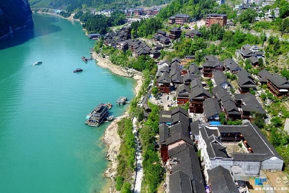 航拍重庆酉阳龚滩古镇 乌江之上的璀璨明珠高清图片